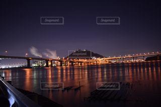 水の体以上の長い橋の写真・画像素材[845312]