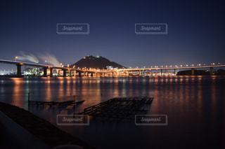 水の体の横に桟橋のビューの写真・画像素材[845315]