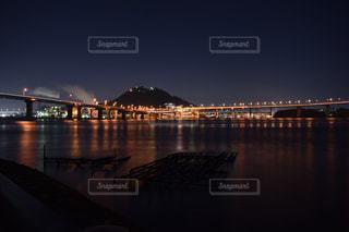 水の体の上の橋の写真・画像素材[845316]