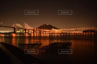 水の体の上の橋の写真・画像素材[845318]