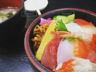 美味しそうな海鮮丼。の写真・画像素材[847590]