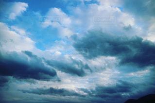 空には雲のグループの写真・画像素材[858016]