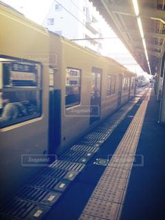 電車の駅で地下鉄の電車の写真・画像素材[847300]