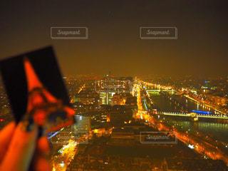 夜のエッフェル塔からの景色の写真・画像素材[871894]
