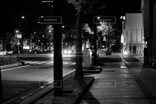 大通りの黒と白 - No.847356