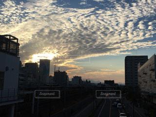 夕暮れ時の都市の景色の写真・画像素材[847426]