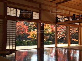 大きな窓の景色 - No.847638