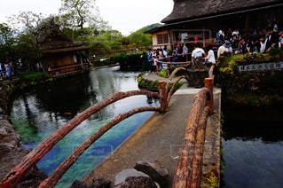水の体の上の橋の写真・画像素材[1207499]