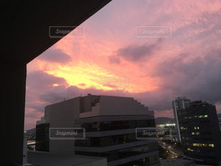 夕暮れ時の都市の景色の写真・画像素材[847972]