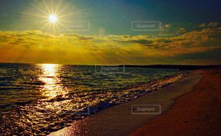 黄昏前の海岸の写真・画像素材[858895]