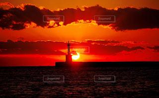 沈む夕日の写真・画像素材[894595]