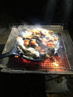 キャンプ飯の域を超えたキャンプ飯の写真・画像素材[1156889]