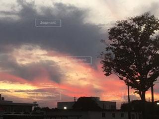 赤い空の写真・画像素材[864975]