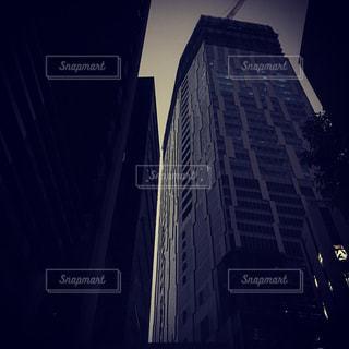 大きな橋が夜ライトアップの写真・画像素材[849853]