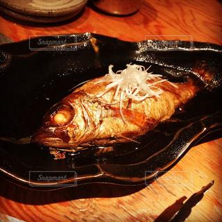 テーブルの上の美味い魚の写真・画像素材[849893]
