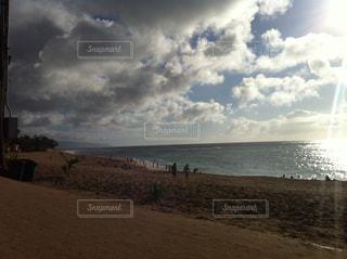 雨雲のあとの太陽の写真・画像素材[854871]