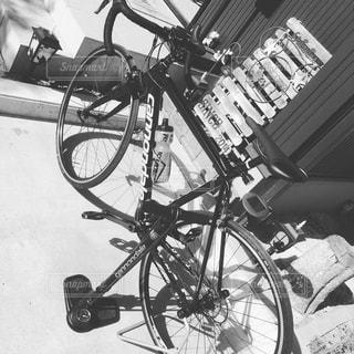 近くに自転車のアップの写真・画像素材[850945]
