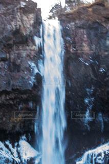 いくつかの水の上の大きな滝 - No.926378