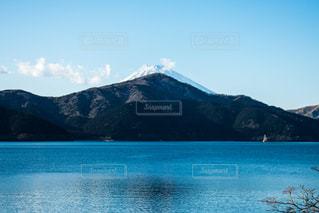 背景の山と水体 - No.980214