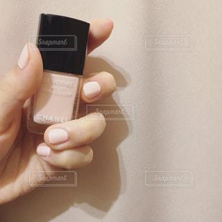 マニキュアを持つ手❁の写真・画像素材[851691]