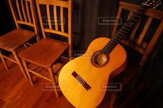 たそがれるギターの写真・画像素材[1530365]