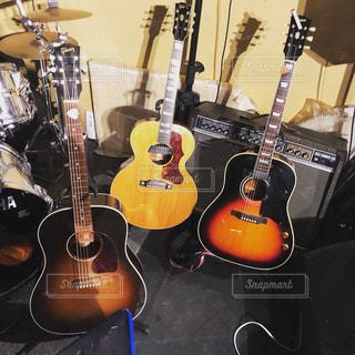 アコースティックギターの写真・画像素材[913951]