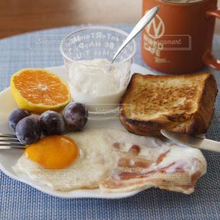 ベーコンエッグの朝食の写真・画像素材[1522574]