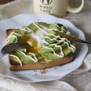 アボカドエッグトーストの写真・画像素材[1534079]