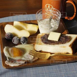 あんバタートーストの朝食プレートの写真・画像素材[1640587]