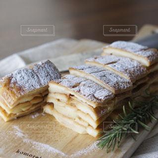 パン耳でフレンチトーストの写真・画像素材[1828155]