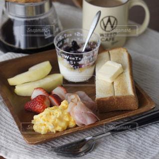 スクランブルエッグの朝食の写真・画像素材[1973584]