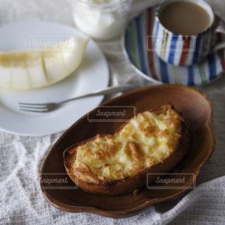 チーズトーストの朝食の写真・画像素材[2222783]
