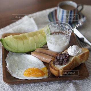 あんホイップトーストの朝食の写真・画像素材[2242043]