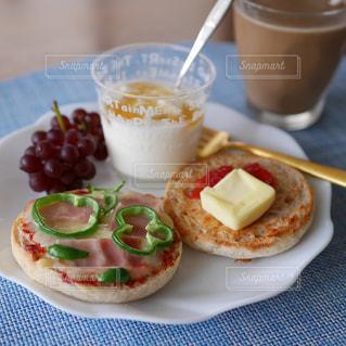 イングリッシュマフィンの朝食の写真・画像素材[2288311]