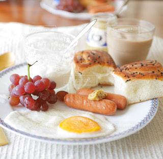 さつまいもバターパンの朝食の写真・画像素材[2358646]