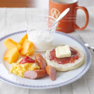 イングリッシュマフィンの朝食の写真・画像素材[2634848]