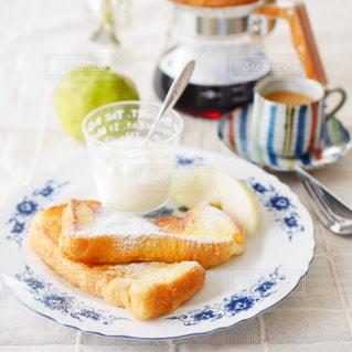 フレンチトーストの朝食の写真・画像素材[2711823]