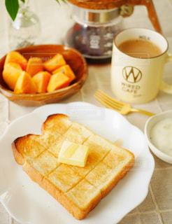 バタートーストの朝食の写真・画像素材[2806837]