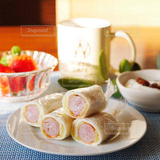 ウィンナーロールサンドの朝食の写真・画像素材[2923261]