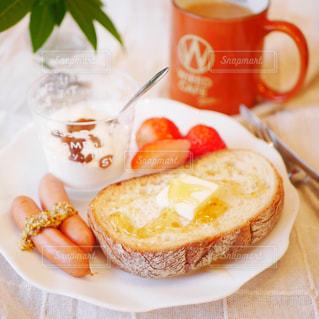 蜂蜜バタートーストの朝食の写真・画像素材[2934075]