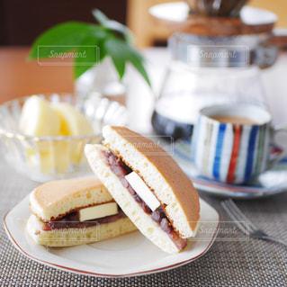 パンケーキのあんバターサンドの写真・画像素材[2942959]