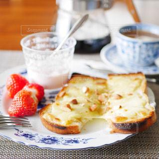 チーズトーストの朝食の写真・画像素材[3072128]