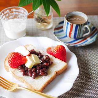 あんバタートーストの朝食の写真・画像素材[3072131]