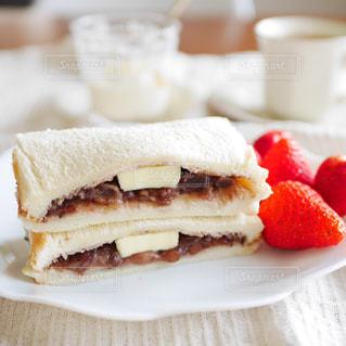 あんバターサンドの朝食の写真・画像素材[3157496]