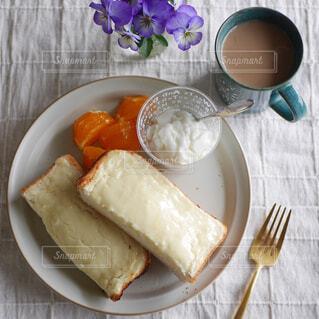 チーズケーキトーストの朝食の写真・画像素材[4386707]