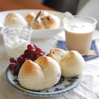 ドライフルーツ入り手ごねパンの写真・画像素材[4621253]