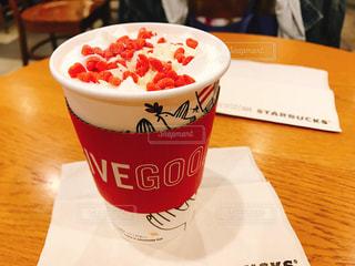 テーブルの上のコーヒー カップ - No.853343