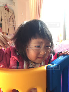 泣きじゃくる女の赤ちゃんの写真・画像素材[853545]
