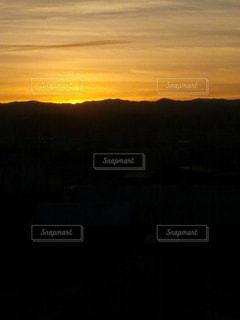 山に沈む夕日の写真・画像素材[853738]