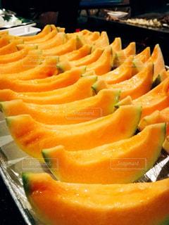 オレンジ色の果物のスライスの写真・画像素材[853742]